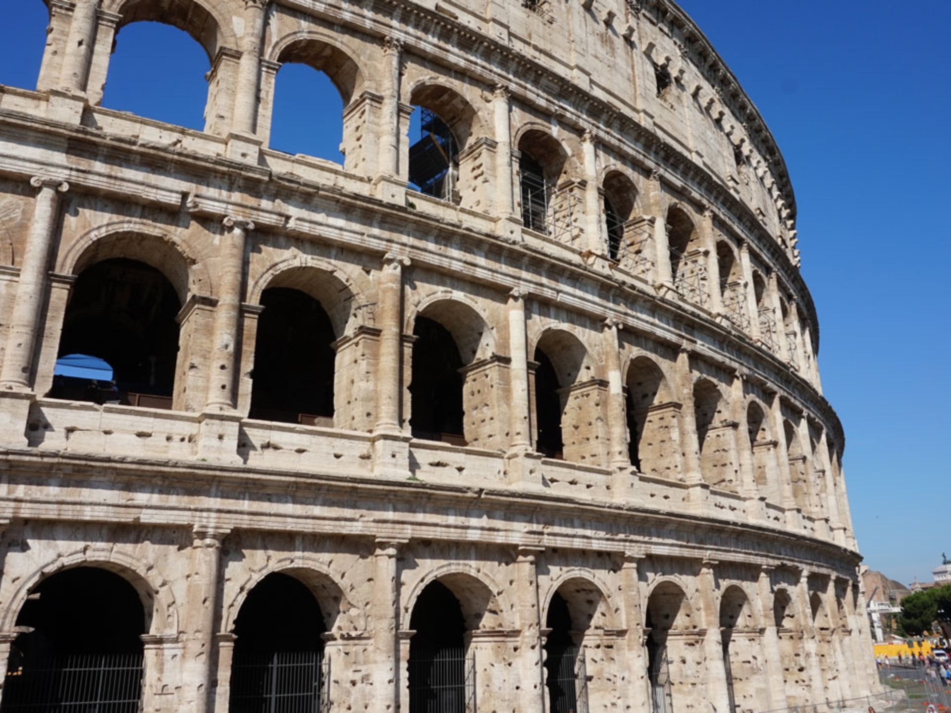 Ancient-Rome-Coliseum_Italy-Tour-With-Theresa_01